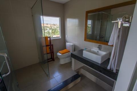 gardenviewsingle-bathroom-hdr