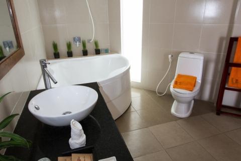 oceanviewdeluxe2-bathroom